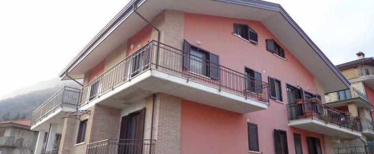 Oltre 25 fantastiche idee su costruzione nuova su for 6 camere da letto piano piano due piani