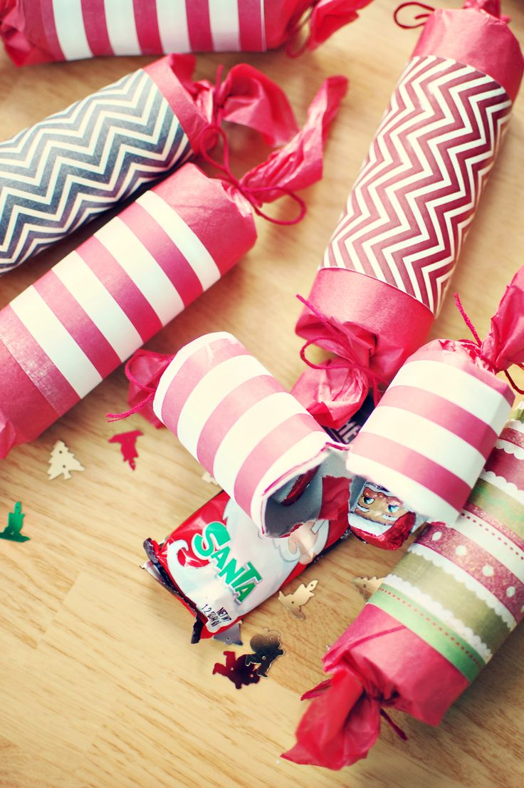 How to make scrapbook look good - Holiday Crackers Easy To Make Look Good And Would Make An Awesome