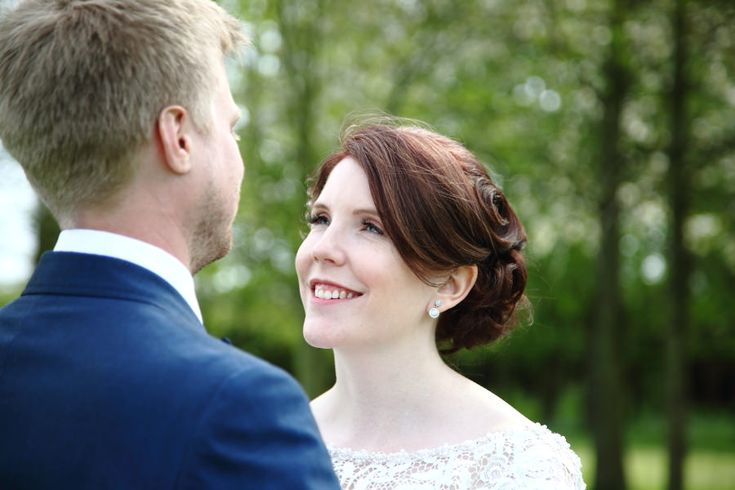 relaxed informal wedding portriats, at the granary barns suffolk