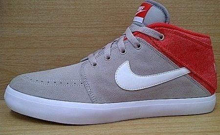 Kode Sepatu: Nike Suketo 2 Mid Cream Red  Ukuran Sepatu: 42.5 Harga: Rp. 560.000,- Untuk pemesanan hub 0831-6794-8611