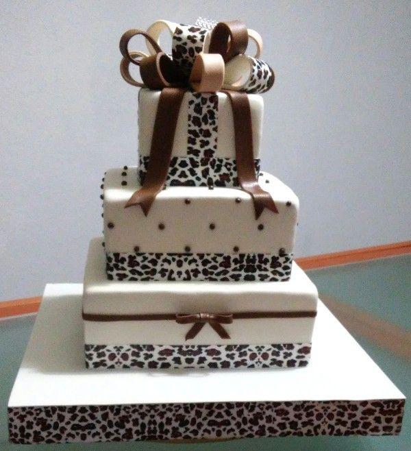 Tarta Estampado Leopardo| De Perla's | Tartas fondant personalizadas en Málaga