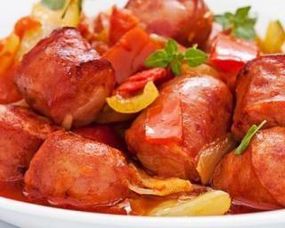 Rougail légère de saucisses diot de Savoie : http://www.fourchette-et-bikini.fr/recettes/recettes-minceur/rougail-legere-de-saucisses-diot-de-savoie.html