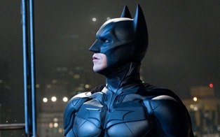 "Major theater chains have no plans to cancel screenings for ""The Dark Knight Rises"" in the wake of the Colorado tragedy."