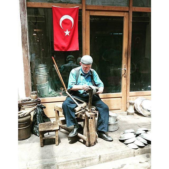 Kahramanmaraş Kapalı Çarşı'dan Bakırcı Emektar Bir Usta   Fotoğrafı gönderen: Musa Kırmıt