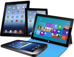 Мъртви ли са таблетите?  Когато през 2010-та година Стив Джобс ни представи първият iPad много от нас си помислиха че това ще е устройството което ще заличи лаптопите в близкото бъдеще. Но 6 години по-късно спадът на интереса към таблетите е по-голям от всякога. Първият iPad беше не повече от обикновен iPhone 4 с голям но не толкова добър екранчиито характеристики съвпадаха с изискванята за смартфон но бяха далеч от тези за лаптоп. Идвайки със същия софтуер (iOS) новата категория от…