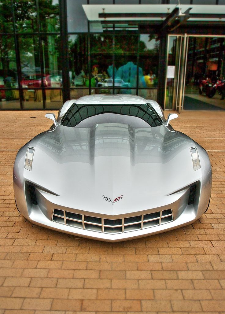 Not usually a fan of American cars but this looks like it could have been done by Mercdedes, brilliant. Chevrolet Corvette Stingray concept
