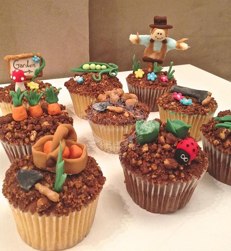 Gardening Cupcakes - love the scarecrow!