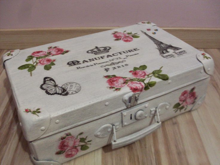 Stara walizka Decoupage w stylu Vintage Old suitcase decorated with decoupage