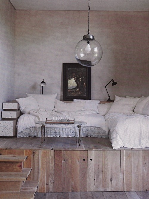 Cozy nook #homes #inspiration now where can I find a giant lightbulb like this?
