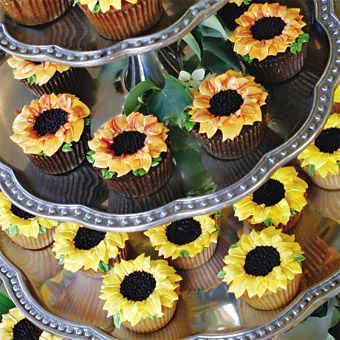 sunflower cupcakes - @Lisa Frost-Yost, if you liked sweets, these would be the ones for you! :-)