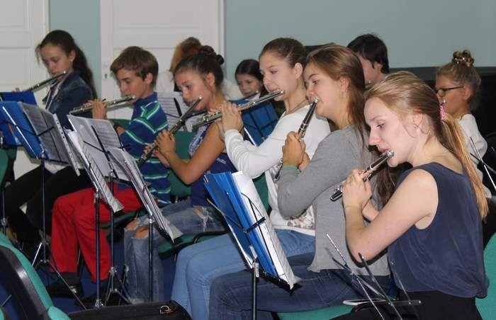 Начались занятия «Международной летней школы в Гнесинке».   Материал Полины Полянской.