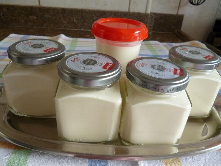 Requeijão Caseiro de Liquidificador: *500 ml de leite; *3 colheres (sopa) de amido de milho; *1/2 colher (sobremesa) de sal, *2 colheres (sopa) de manteiga; *1 caixinha de creme de leite; *250 g de ricota.