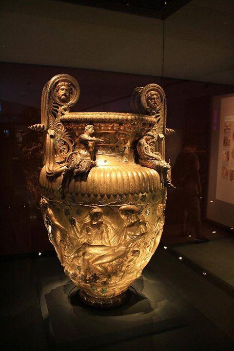 The Derveni Krater. 330 BC Archaeological Museum of Thessaloniki. / Ο Κρατήρας του Δερβενίου. 330 π.Χ. Αρχαιολογικό Μουσείο Θεσσαλονίκης