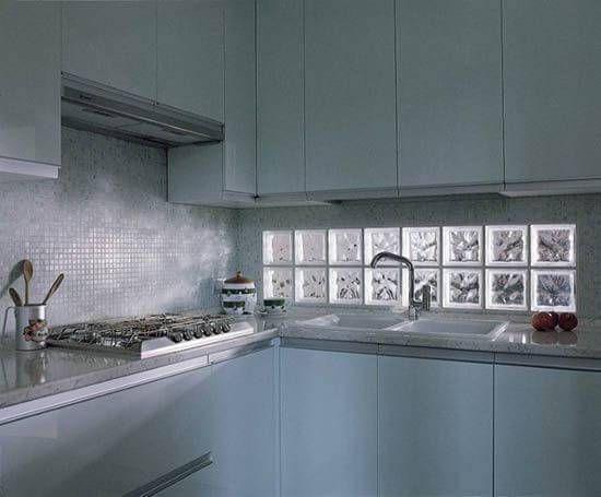 blocos de vidro cozinha pequena