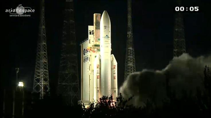 Une fois de plus, mission accomplie à Kourou. Pratiquement à la date anniversaire du premier lancement de la fusée Ariane le 24 décembre 1979.  Les équipes d'Arianespace viennent ainsi de conclure l'année 2012 avec un nouveau succès de la fusée Ariane 5. C'était le 67ème vol du lanceur lourd européen et le 53ème succès consécutif. La séparation des deux satellites Skynet 5D et Mexsat Bicentenario, respectivement 27 minutes et 36 minutes après la mise à feu a confirmé le succès de la mission.