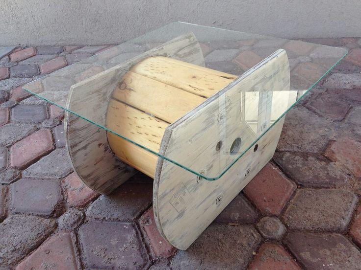 Mesa vintage carrete de madera con cristal dise o - Muebles reciclados vintage ...