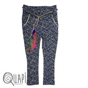 Stoere sweat broek van Quapi Kidswear met panter print.  Zit uw maat er niet meer bij of bent u op zoek naar een item die wij niet hebben? Geen probleen u kunt contact met ons op nemen en dan beste...