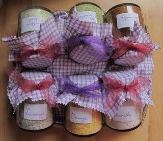 voici le cadeau que j'ai offert à mon amie Carole (son blog par là). il s'agit de sucres parfumés fait maison. La recette ? rien de plus simple. Sucre à la cannelle : 200g de sucre roux…