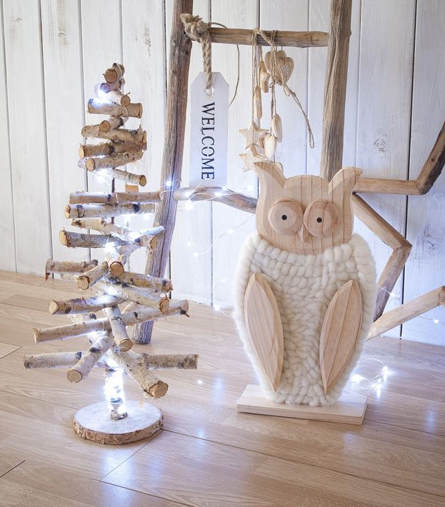 Legno, lana e piccole lucine per decorazioni rustiche in stile nordico Rustici…