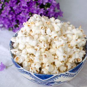 An easy and delicious popcorn recipe for honey sea salt popcorn! The perfect salty sweet snack - full of fiber. Plus a giveaway for Melina's Gourmet Honey.