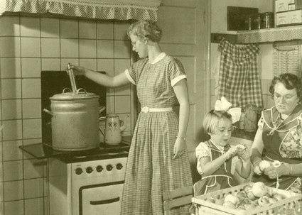 Wecken werd niet alleen gebruikt voor groente en fruit,maar ook voor het vlees na de slacht. Het bleek in het begin van de 20ste eeuw een goede uitkomst. Eindelijk was het vlees beter houdbaar. Er werd dan ook meer malen per jaar ingemaakt bij de groente en fruitoogst en bij de huisslacht.