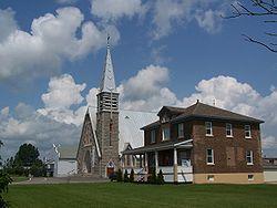 Eglise et Presbytere de Saint-Quentin.jpg