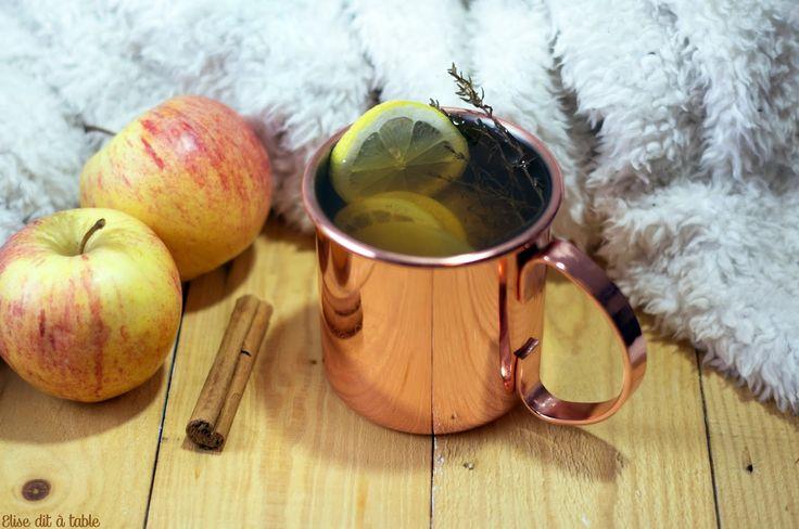 Jus de pommes et épices   Le froid commence à s'installer l'heure d'hiver approche! Les couettes les plaids et les mouchoirs sont de sortie! Même si ici à Montpellier nous avons encore de très belles journées! Alors pour nous faire patienter avant noël pour passer un moment cocooning ou pour se soigner sous la couette voici une délicieuse boisson réconfortante sur mon blog cuisine! Une boisson pleine de douceur de goût et d'épices! Mais aussi pleine d'énergie! Une recette de boisson pour se…