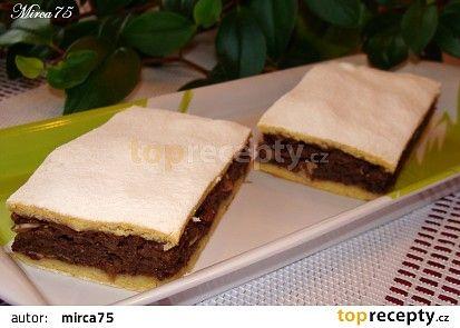 jablečné dvoubarevné řezy: TĚSTO: 270 g Hladká mouka 1/2 prášku do pečiva 220 g tuku (Hera,Visa,..) 3 lžíce vody studené 1 žloutek 1 vanilkový cukr 1 lžíce rumu NÁPLŇ: 6 Jablek 3 vejce + bílek 150 g cukru 1 vanilkový cukr 2 lžíce kakao holandské 150 g ořechy mleté nebo jen 2 lžíce plátky mandlí 2 lžíce,či 1 lžíce podrcené piškoty