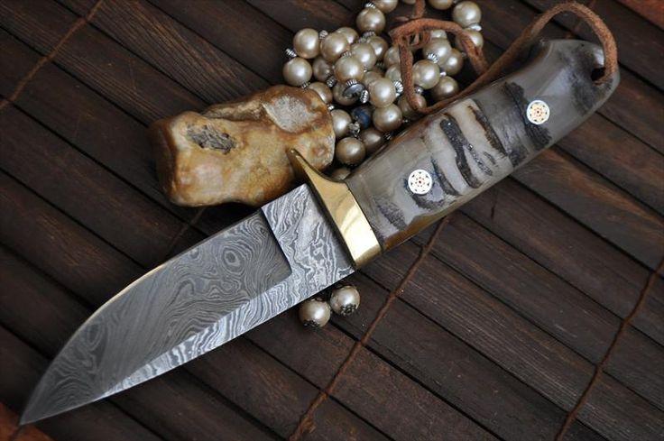Handmade Damascus Hunting Knife Full Tang Beautiful Camping Knife