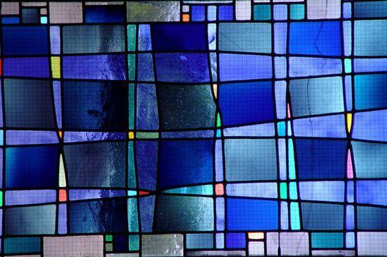 Le vitrail, une forme d'artisanat qui refait surface dans la décoration ! Découvrez comment faire du vitrail le must-have de votre déco intérieure