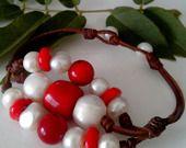 Bracelet femme 12 perles d'eau douce blanches et perles de corail : Bracelet par perla-mundi
