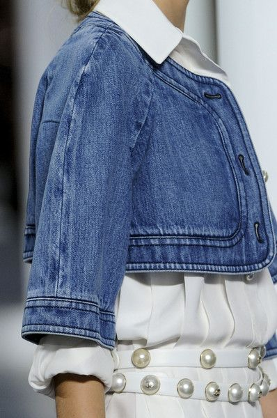 chaleco jeans + blanco love it !! Chanel Spring 2013 -