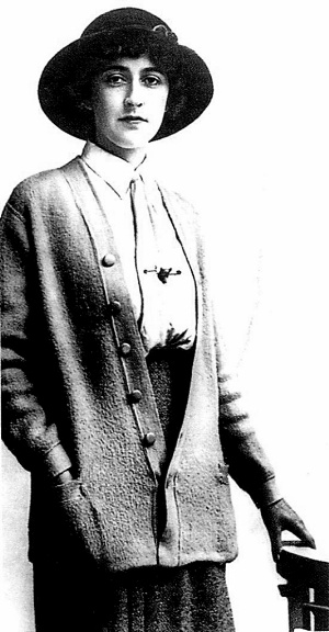 Agatha Christie ~Repinned Via Isabel Carreira http://www.ce.cn/culture/people/201009/13/t20100913_21813999.shtml