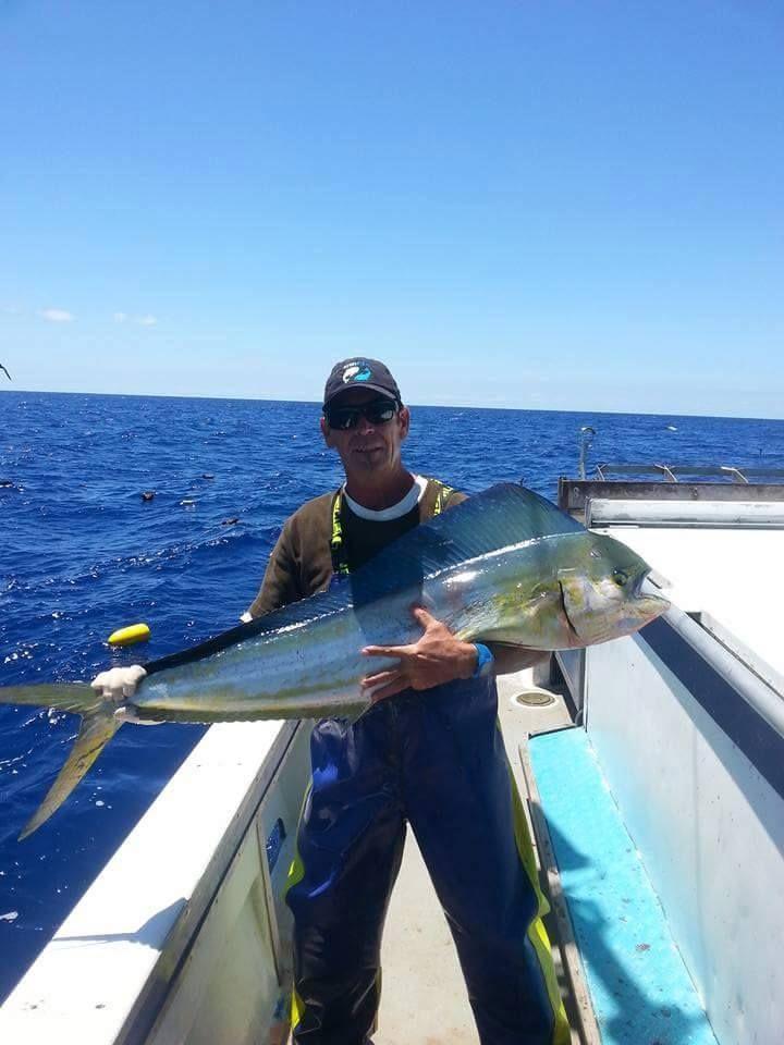 Uno dei nostri #pescatori con il #tonno #pinnegialle appena pescato #altropesce