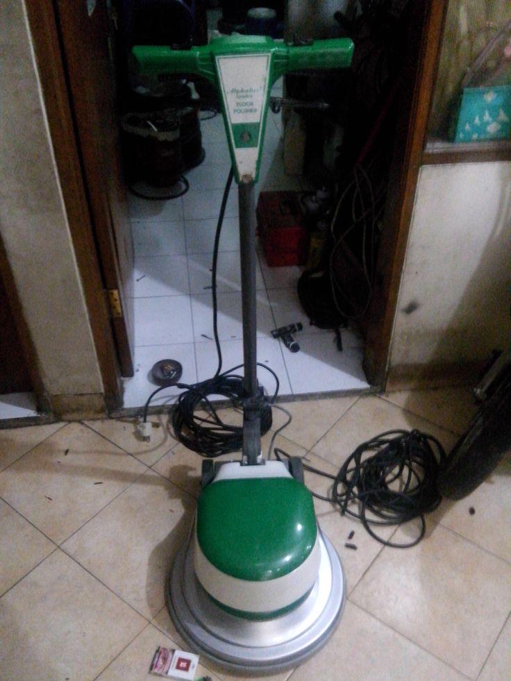 Jual beli sewa mesin poles marmer buffing lantai floor polisher Italy spesifikasi :  Merek : Alphalux MX05  Power : 1000 W  Diameter : 17 Inch  Speed : 154 Rpm  Weight : 48 Kg  Including : Main body,pad holder,water tank  Country : Italy  Garansi 1 tahun
