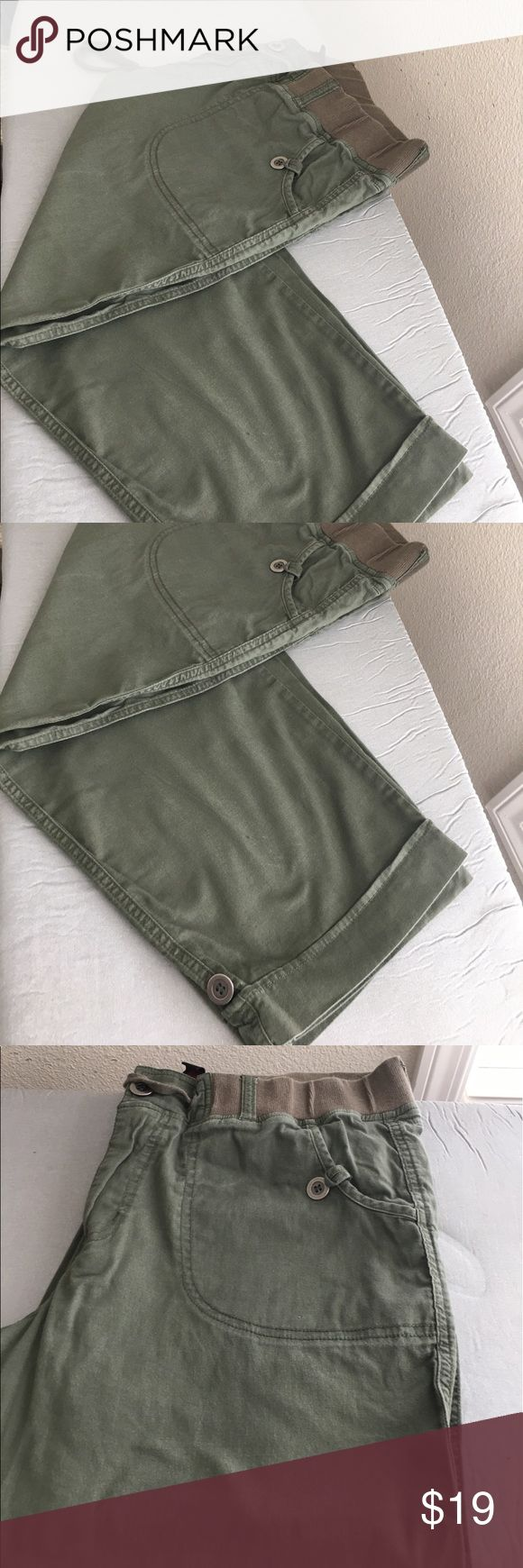 """JW Cotton Blend Khaki Bermuda Pants - S: 12 - EUC Very Cute JW Khaki Bermuda Pants Size: 12 - EUC Buttons on the pockets  Buttons at the hems  97% Cotton, 3% Spandex  Zipper & Button Closure - Also pull on style - elastic tie waist  Khaki color The measurements are, unstretched, laying flat: Waist: 17"""" Hips: 22"""" Inseam: 20"""" Very trendy and comfortable  From a smoke free and a pet free environment JW Pants Capris"""