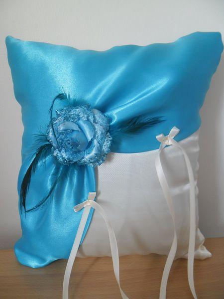 coussin  porte alliances ivoire et turquoise de creations-d-un-jour sur DaWanda.com