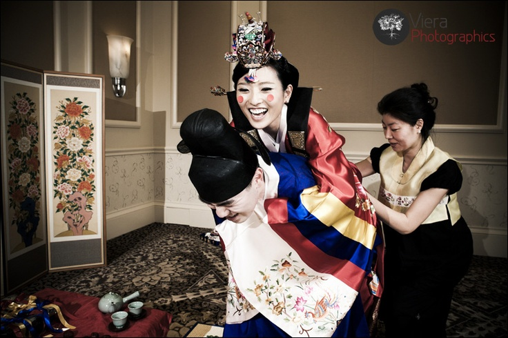 For more wedding INFO contact www.piperstudios.com (905) 265-1555a husband and wife completing a traditional korean wedding ceremony #혼례식 #전통혼례 #신부 #Toronto #Piperstudios #notmine #photography #videography #Korean #Koreanwedding #traditional #Formal #Wedding #bridal #hanbok #bride #royal #royalwedding #ceremony