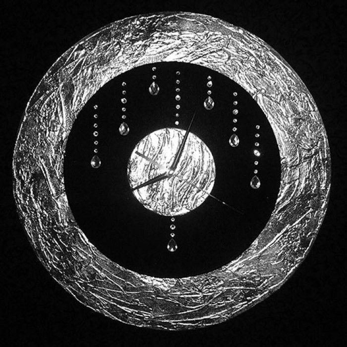 Διακοσμητικό χειροποίητο ρολόι τοίχου με φύλλο ασημί, ύφασμα βελούδο μαύρο, κρύσταλλα ASFOUR μεταλλικούs δείκτεs και αθόρυβο μηχανισμό.  Διάμετρος 45cm ή 60cm