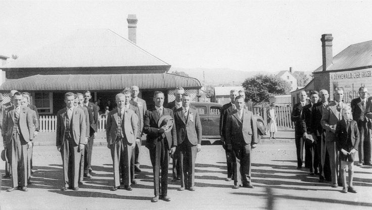 On Anzac Day.  A line-up of Returned Servicemen in front of the War Memorial at the School of Arts in Kelly Street  in Scone, New South Wales. From the Mitchell Library, State Library of New South Wales : http://www.acmssearch.sl.nsw.gov.au/search/itemDetailPaged.cgi?itemID=391998
