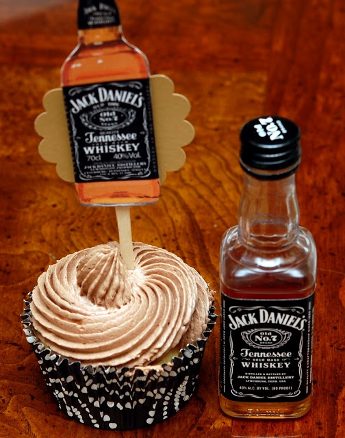 Hugs & CookiesXOXO: JACK DANIELS CUPCAKES! For a 30th Birthday!