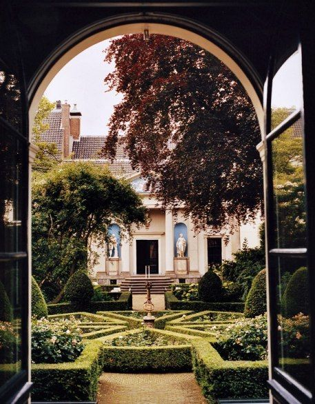 The garden at the Museum Van Loon, built in 1672 on the Keizergracht in Amsterdam.