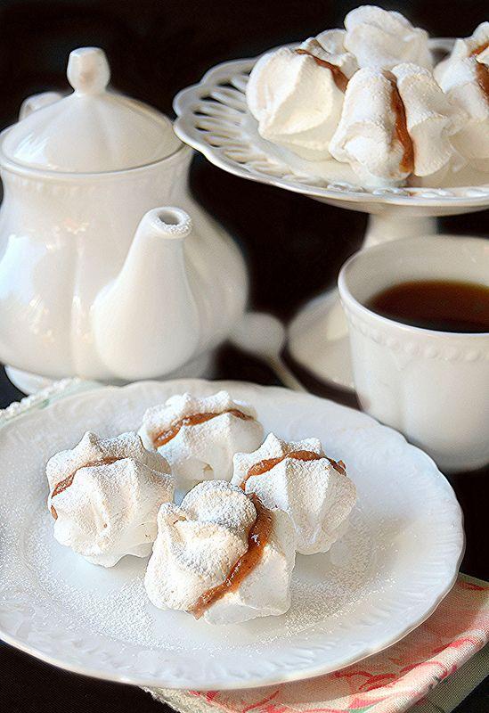 Baci di meringa farciti con crema di marroni all'aceto balsamico