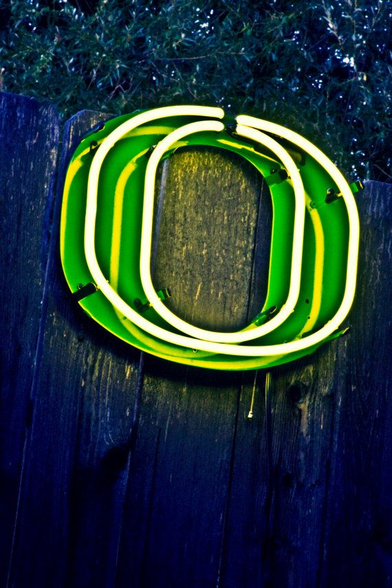 Officially licensed Oregon Duck Neon Sign...would be cool for Matt's frat room