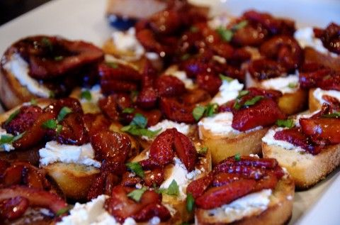 strawberry balsamic bruschetta with goat cheese... mmm!: Balsamic Strawberries, Summer Appetizers, Good Life, Strawberries Bruschetta, Roasted Strawberries, Roasted Balsamic, Goats Chee Appetizers, Goats Cheese, Summer Recipes