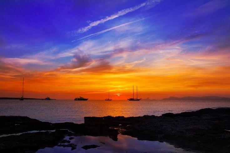 #Portinatx #Ibiza Prachtig helder water, mooie koralen en mooie zonsondergang!  http://nuvakantie.com/ibiza/portinatx/