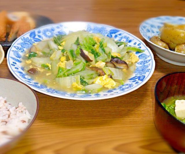 春のお野菜をまとめ買いしたのでたっぷり使いました。 古代米は玄米なのでプチプチした食感になります。 - 2件のもぐもぐ - ・白菜の中華炒め ・ほうれん草のお浸し ・新じゃがのブラックペッパー炒め ・平天とごぼう天 ・菜の花と豆腐の味噌汁 ・古代米入りご飯 by milkcandy8403