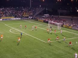 football est tres populaire en europe. football est le plus poplaire de le monde