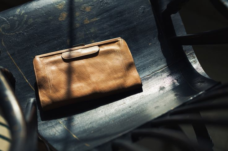 THE CONTESSA PURSE/CLUTCH IN ANTIQUE TAN LEATHER.