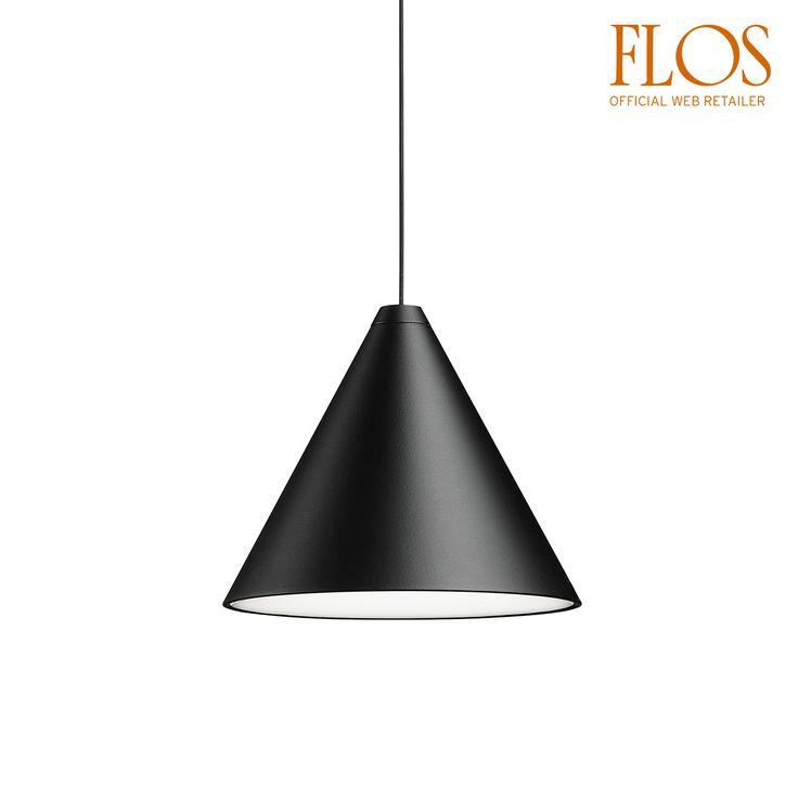 FLOS Apparecchio di illuminazione a sospensione a luce diffusa. Corpo in alluminio pressofuso verniciato nero opaco e rivestimento con vernice soft touch trasparente. Diffusore ottico in ...